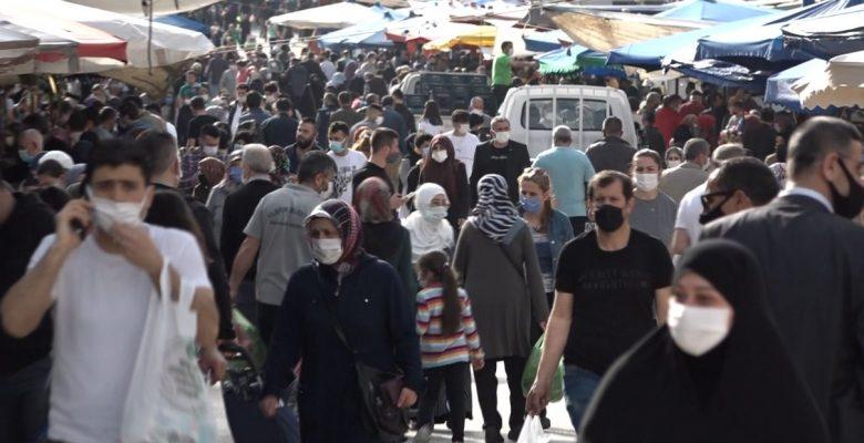 Tam Kapanmaya Saatler Kala Kestelli Vatandaşlar Pazara Akın Etti