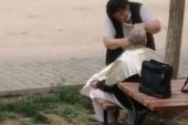 Kısıtlamada Sokak Ortasında Saç Tıraşı Görenleri Şaşkına Çevirdi