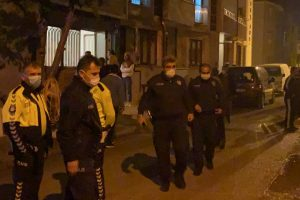 Bursa'da sıcak dakikalar…Kısıtlamaya uymayan şahıslar kendilerini uyaran polise saldırdı: 3 gözaltı
