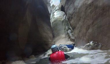 Dünyanın En Derin İkinci Kanyonunu Yüzerek Geçtiler