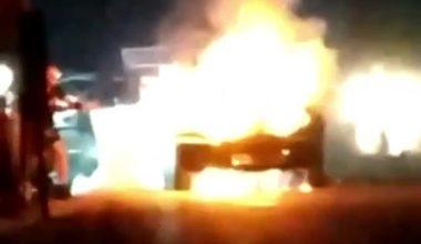 Kestel'de park halindeki otomobil alev alev yandı