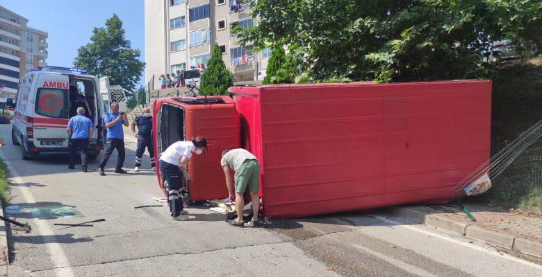 Kestel'de içecek yüklü kamyonunun freni patladı, araçta sıkışan şoförün parmağı koptu