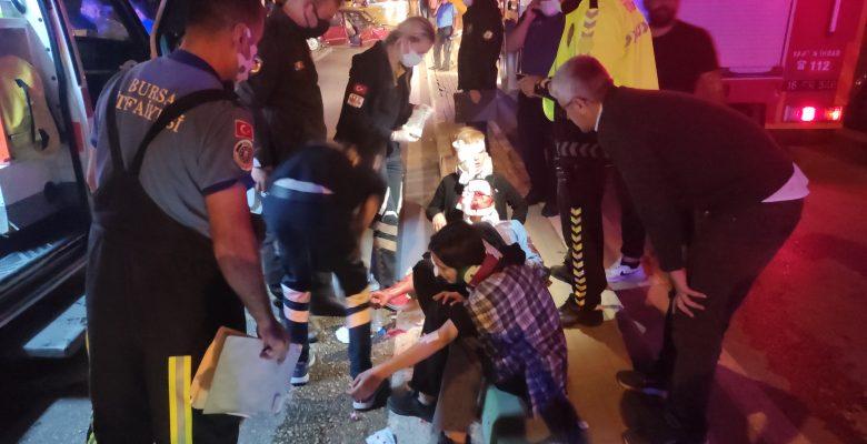 Kestel'de 3 kişin yaralandığı kazada, araçtaki alkol şişeleri dikkat çekti