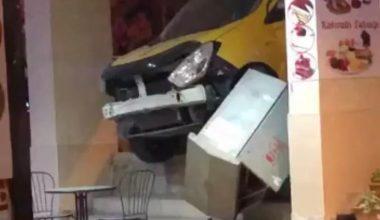 Bursa'da kontrolden çıkan taksi dükkâna girdi