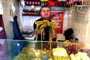Sivas'ın şifalı pezik turşusunu Bursa'ya taşıdı
